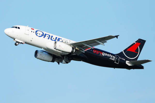Onur Air TC-ODE Airbus A320, blue sky