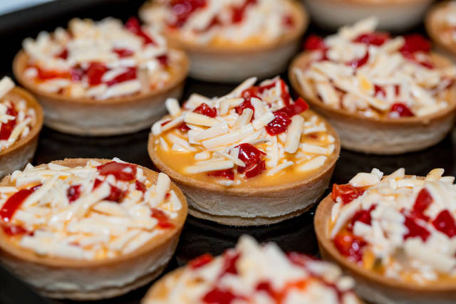 Tartlets with vegetables and cheese