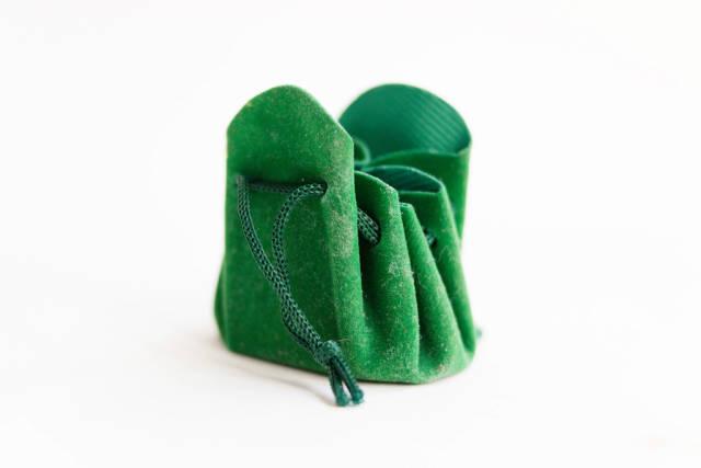 Kleiner grüner Geschenkebeutel