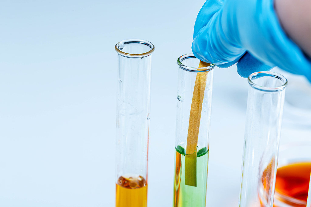 Determination of ph in a laboratory glass tube