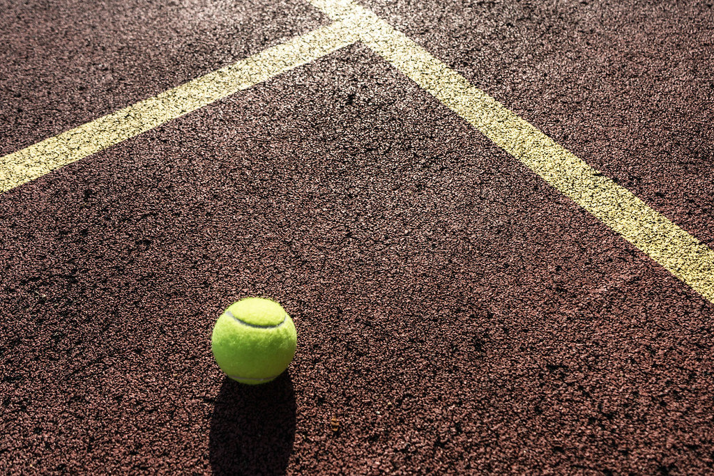 Nahaufnahme vom Tennisplatz