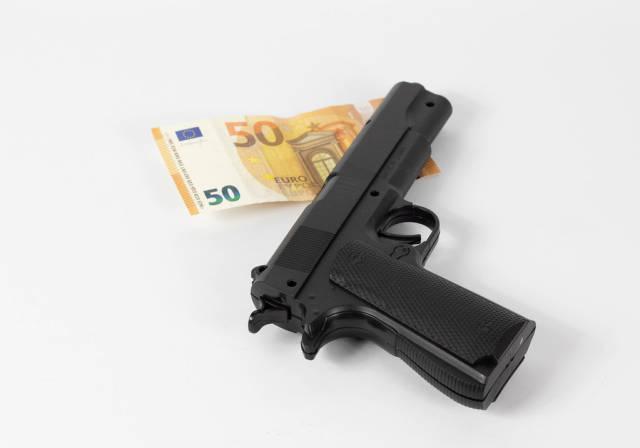 Pistole und Geld