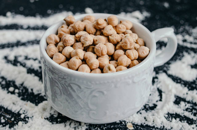 Cup of raw chickpeas