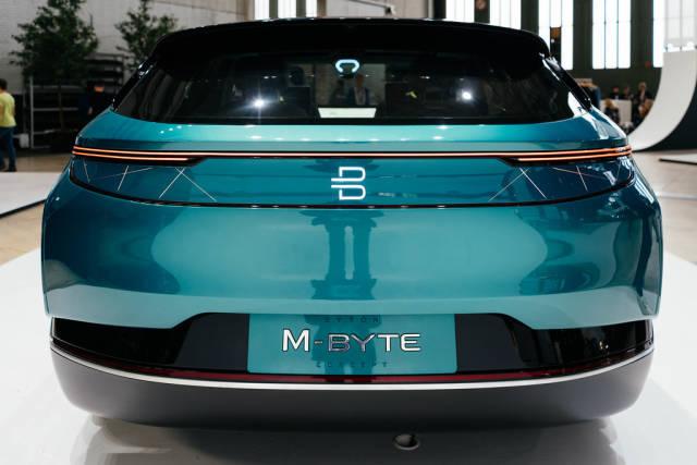 Byton M-Byte Konzept eines zukünftigen selbstfahrenden Autos aus der Rückansicht