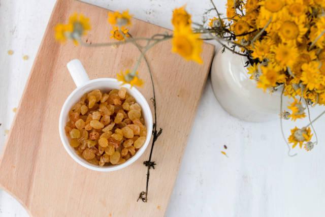 Raisins and flowers