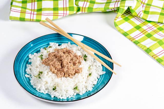 Boiled rice with tuna and micro-greens