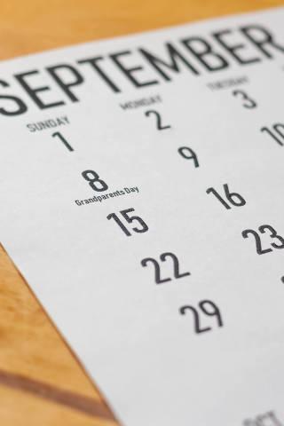 Der Monatskalender erinnert am 8. September 2019 an den Großeltern-Tag