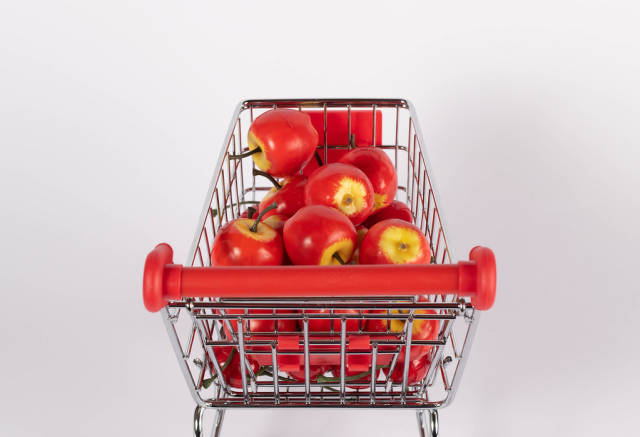 Sweet apples in shopping cart