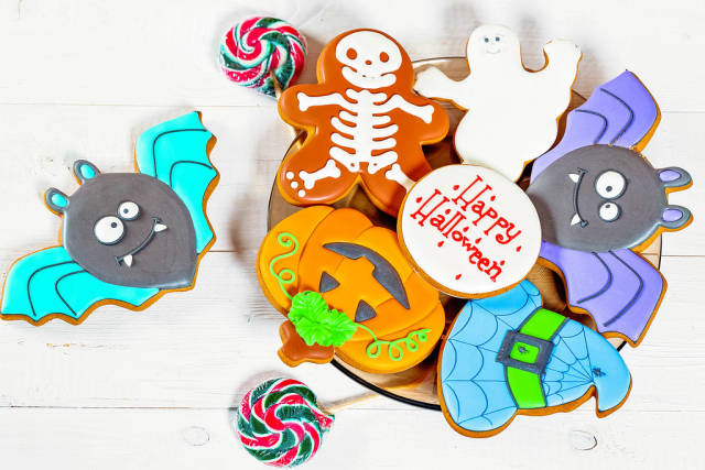 Halloween treats: gingerbread cookies and candies on the plate
