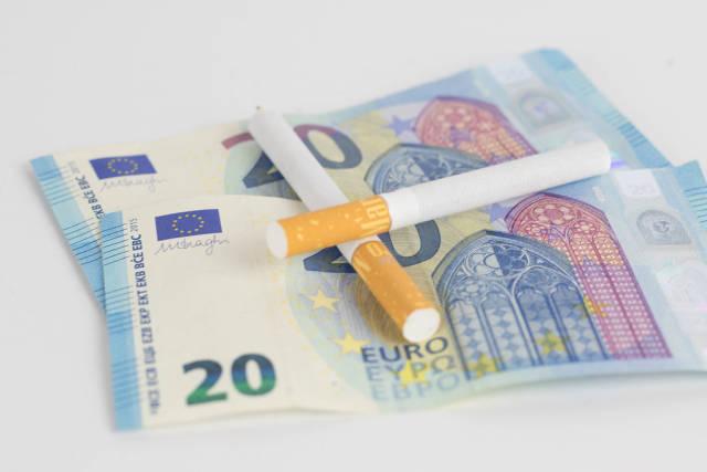 Geld für Zigaretten