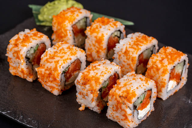 California rolls with salmon and tobiko caviar