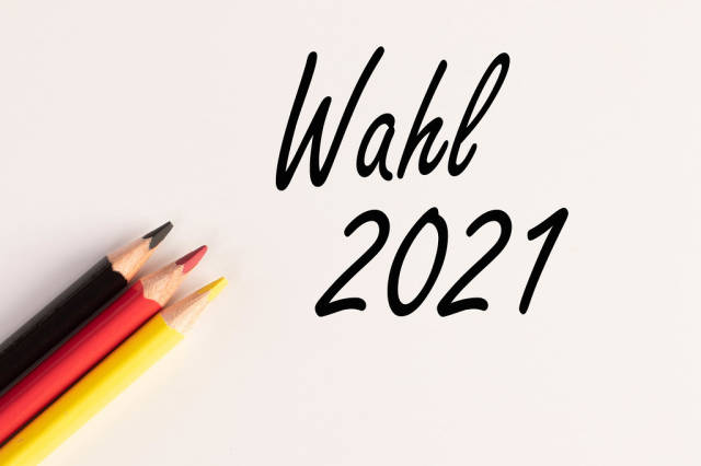 Color pencils with Wahl 2021 text