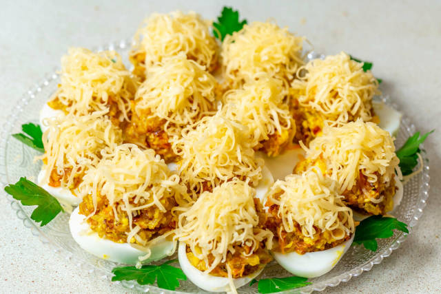 Stuffed eggs with cheese