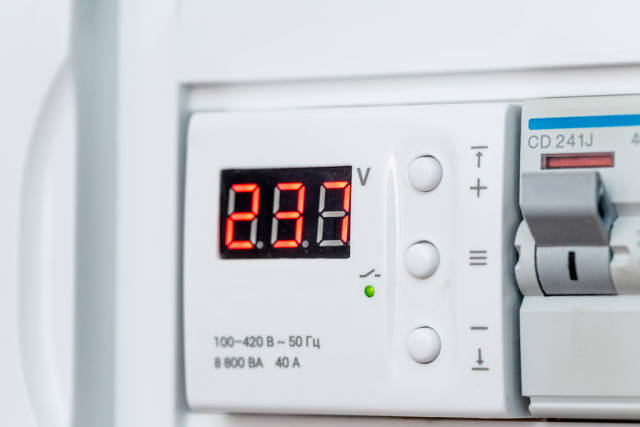 The sensor voltage at the electric control panel