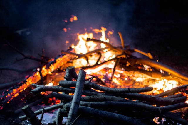 Lagerfeuer am Abend