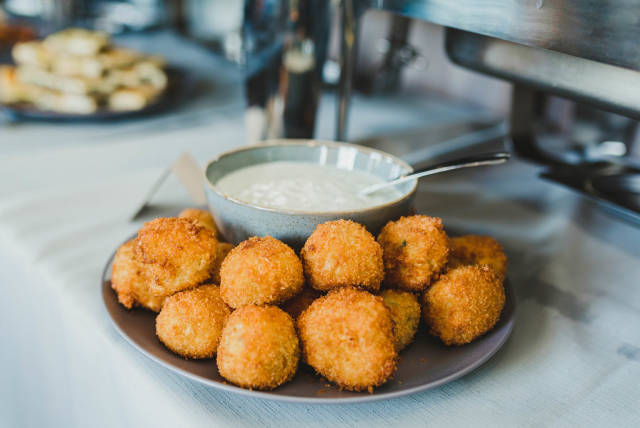 Fried Cheese Balls Served With Mayo Sauce
