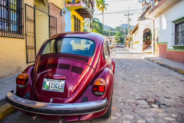 Alter VW Käfer als Symbol der Kolonialzeit