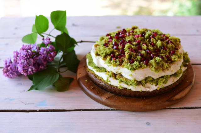 Spinach cake with whipped cream