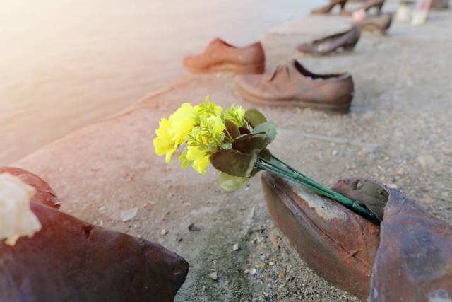 Shoes on Danube bank, memorial