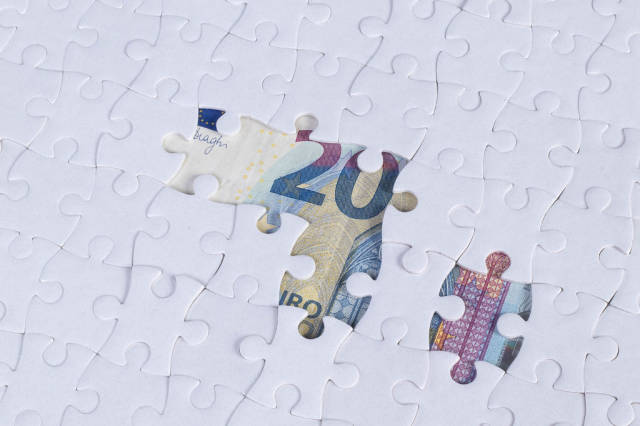 Missing jigsaw puzzle pieces on 20 Euro money