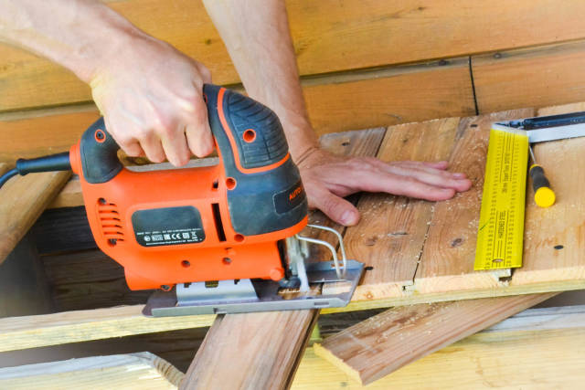 Handyman working with a jigsaw
