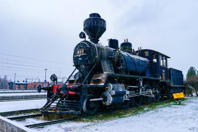 Old train in snow / Alte Zug im Schnee