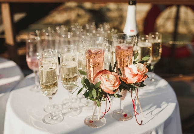 Wedding Anniversary Glasses With Rose Decor