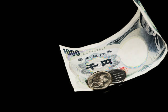 Yen, Japanese currency, black background