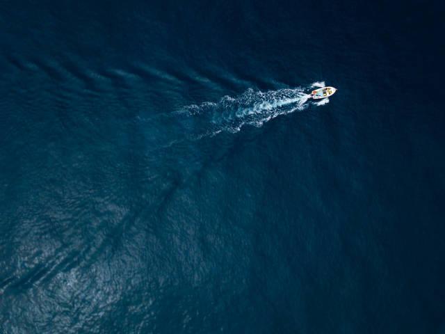 Speeding boat / Schnellboot