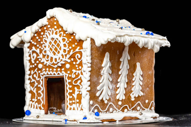 Gingerbread house with beautiful winter patterns