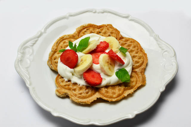 Waffle with cream and fruit