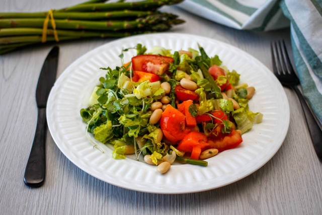 Salad With White Bean, tomato , asparagus and cucumber
