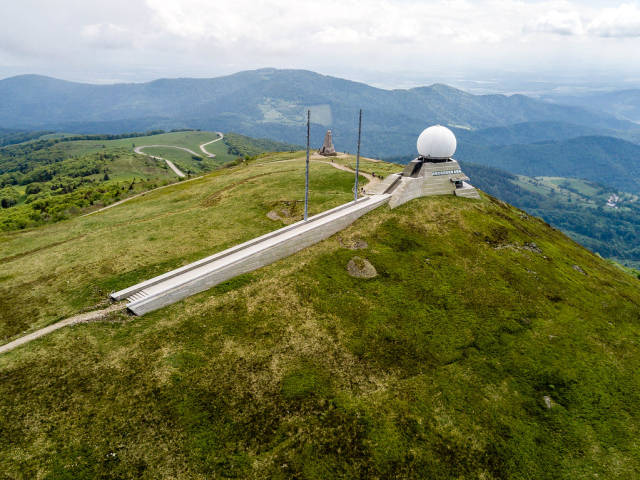 Großer Belchen der höchste Berg der Vogesen mit Radarstation und Gebirgsjäger-Ehrenmal