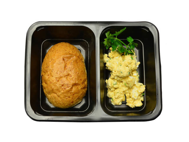 Wholemeal bread and scrambled eggs