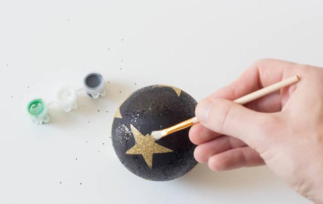 Decorating a Christmas ball