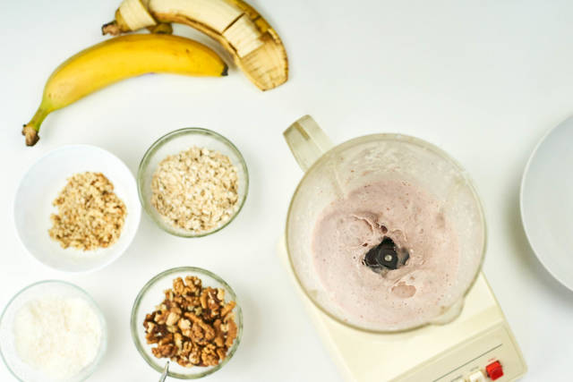 Mixing oatmeal and banana slices in the blender