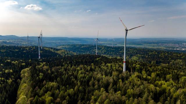 Luftbildaufnahme des neuen Windparks Straubenhardt
