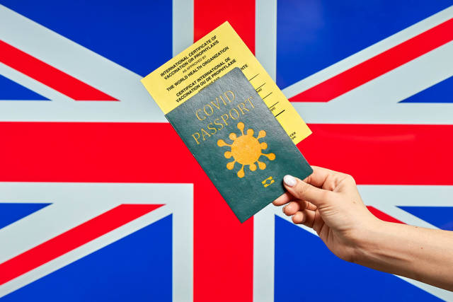 Travel to the UK with Covid passport showing that passengers vaccinated or tested for the coronavirus