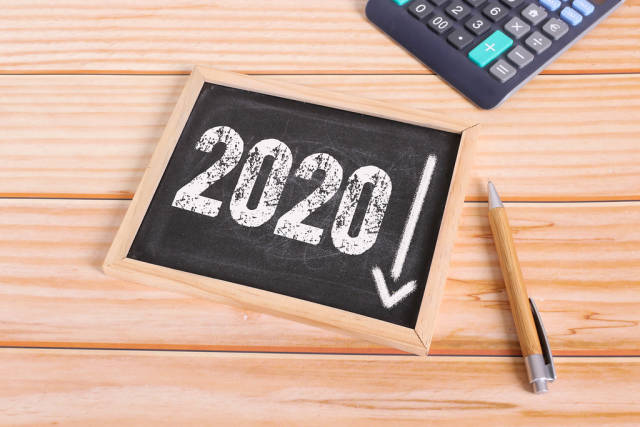 The concept of economic crisis with 2020 text and down arrow on the chalkboard