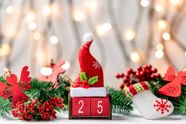 Christmas composition with the date of the celebration on the bokeh of the glowing garland