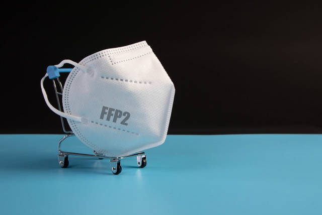 Small shopping cart with medical FFP2 mask