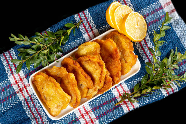 Top view, fried tilapia fillet with lemon slices
