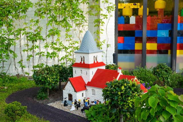 Lego wedding in a lego church