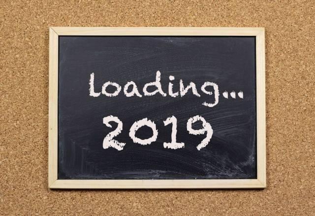 Text loading 2019 on chalkboard