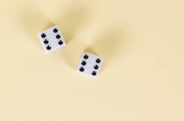 Zwei Spielwürfel