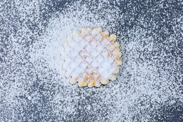 Round waffle with sugar