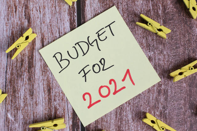 Yellow sticky note with Budget for 2021 text