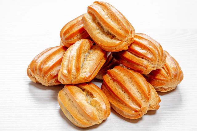 Eclairs with condensed milk inside