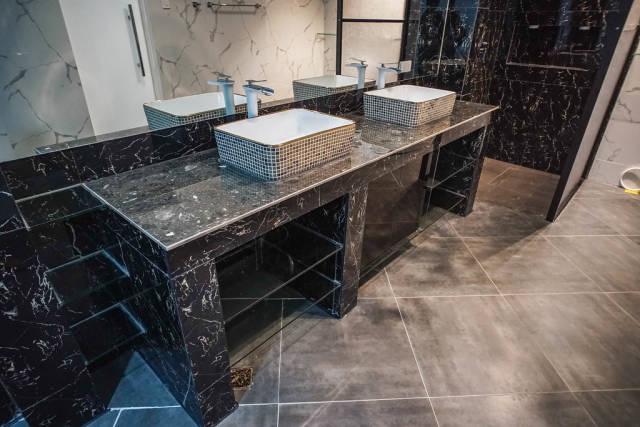 Dual sink inside a prestigous mansion