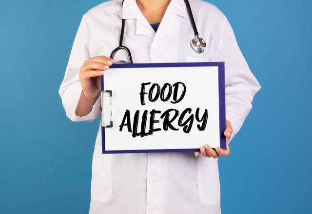 Doctor holding clipboard with Food allergy text